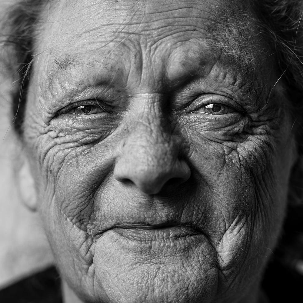 Visage femme âgée