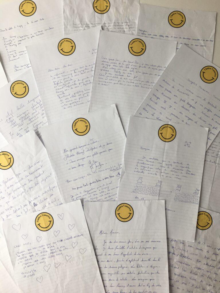 Photo de l'article : Lettres manuscrites avec 1 lettre 1 sourire